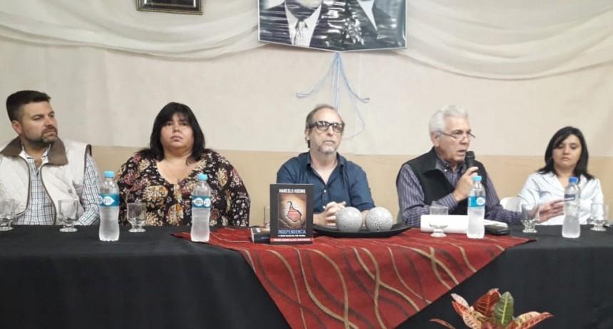 Marcelo Koenig presento en Federal  el libro Independencia
