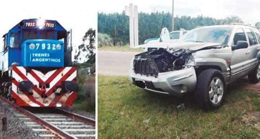Un tren atropelló una camioneta en paso a nivel