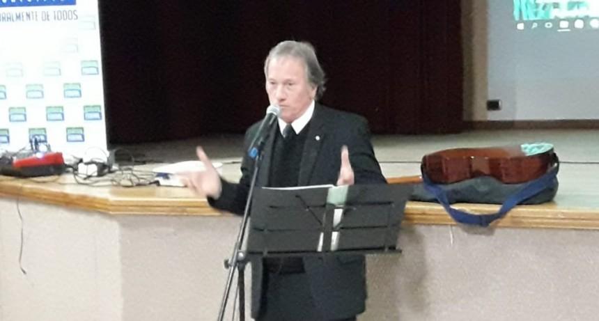 En Federal Roberto Romani presento su disco