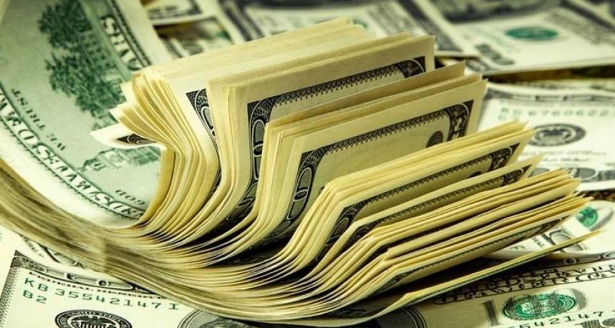 El dólar sube por cuarto día consecutivo y se acerca a su máximo histórico