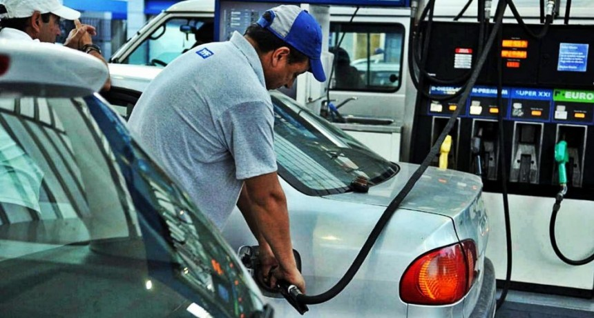 Los precios de los combustibles subirían este viernes por el aumento de impuesto