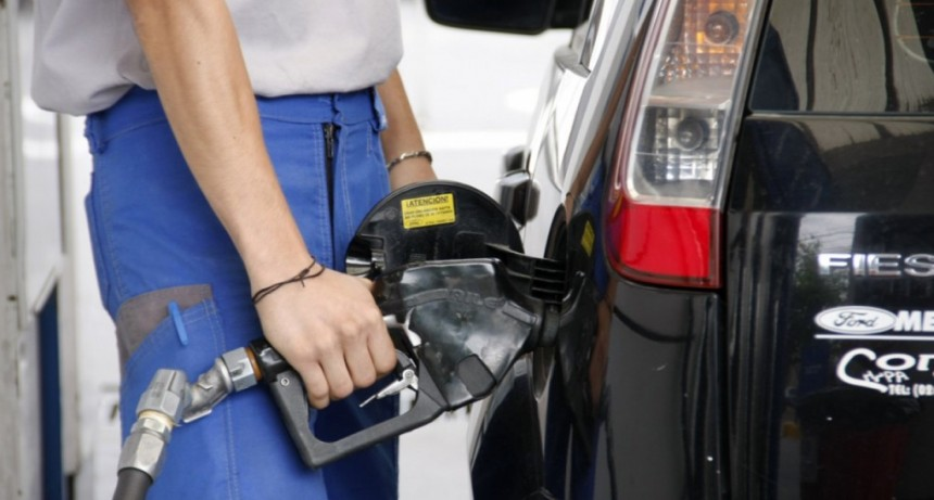 Se postergó aumento de combustibles tras reunión entre Aranguren y petroleras