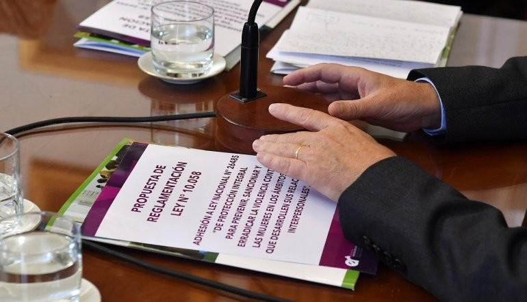 Reglamentan en Entre Ríos la ley que protege a las mujeres