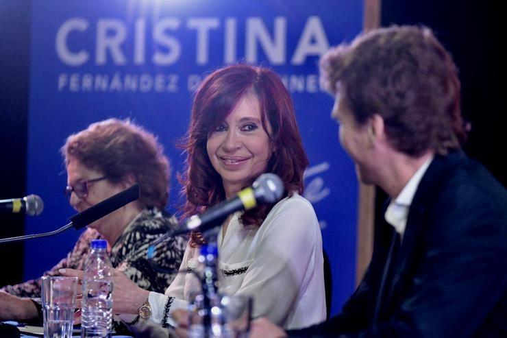 Urribarri acompañó a Cristina en la presentación de su libro
