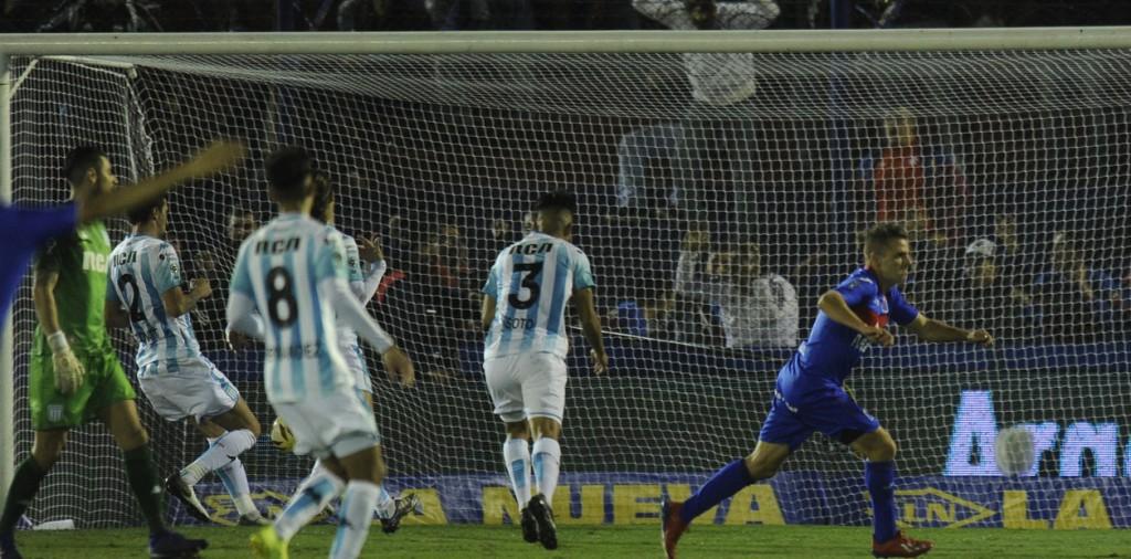 El descendido tumbó al campeón: Tigre le ganó a Racing y se ilusiona en la Copa de la Superliga