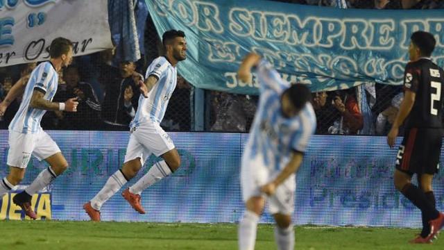 Atlético Tucumán goleó a River en la Copa de la Superliga