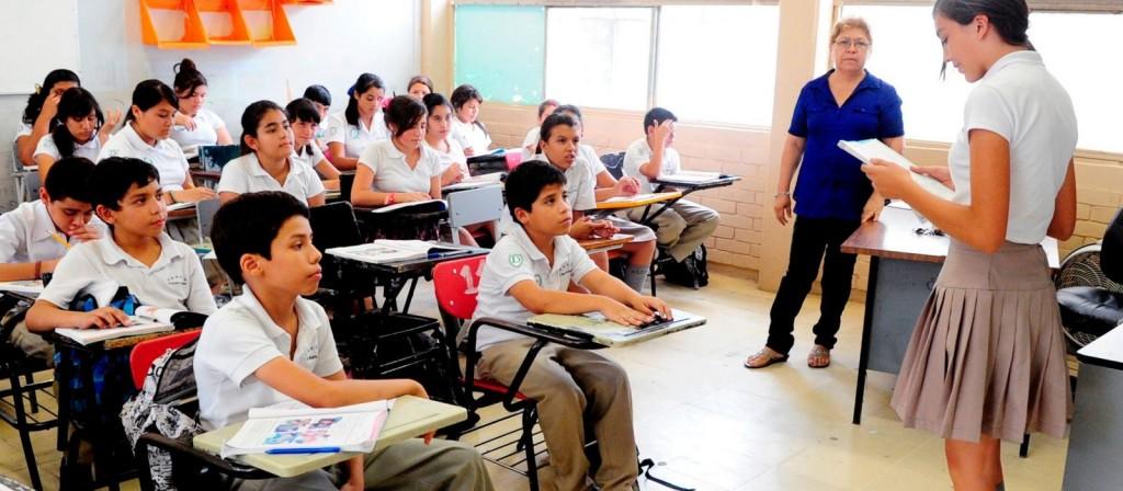 Sancionan con arresto o multas a personas que maltraten al docente en la escuela
