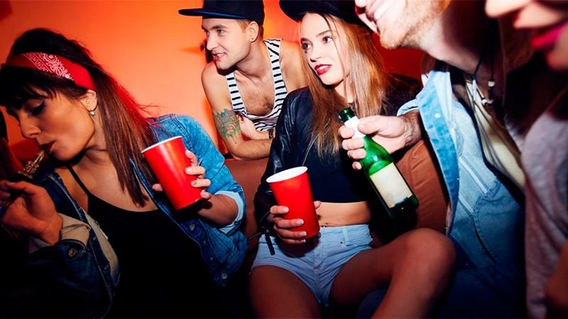 Se triplicó el consumo de alcohol y marihuana en adolescentes: Hay preocupación
