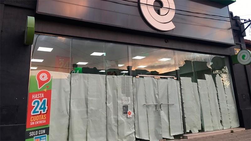 Cerró otra sucursal de Bazar El Entrerriano y tres personas quedaron sin empleo