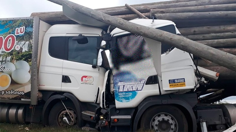 Un hombre murió tras impresionante múltiple choque que involucró a tres camiones