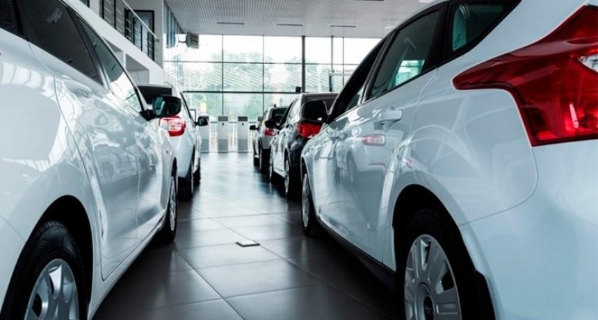 Sin repunte: Los patentamientos de autos se desplomaron 54,8% en abril