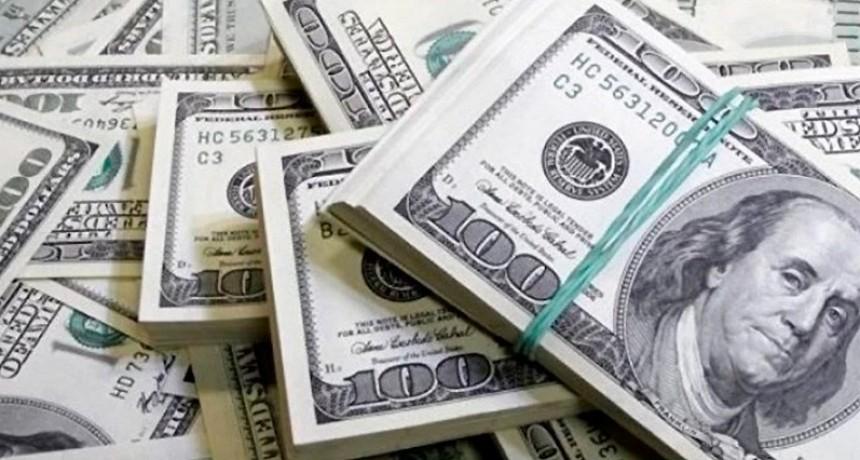 El dólar finalizó la semana con tendencia negativa y acumuló una baja de $1,35
