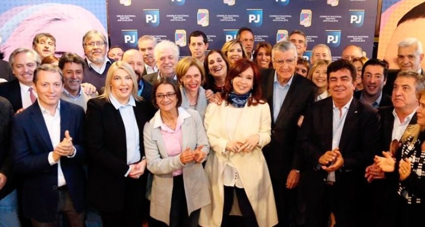 En la cumbre del PJ, Cristina Kirchner pidió armar un gran frente electoral y dijo que ella está dispuesta a ocupar el lugar que le toque