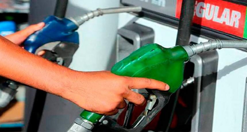Analizan cuánto subir los precios de las naftas tras la postergación de impuesto