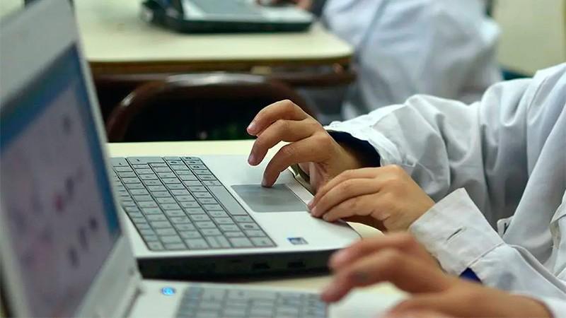 Prevén dotar de computadoras con conexión a Internet a todos los estudiantes