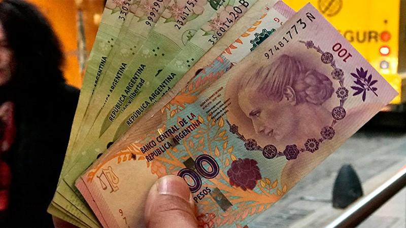 Prohíben a los bancos realizar descuentos del IFE, AUH y salario complementario