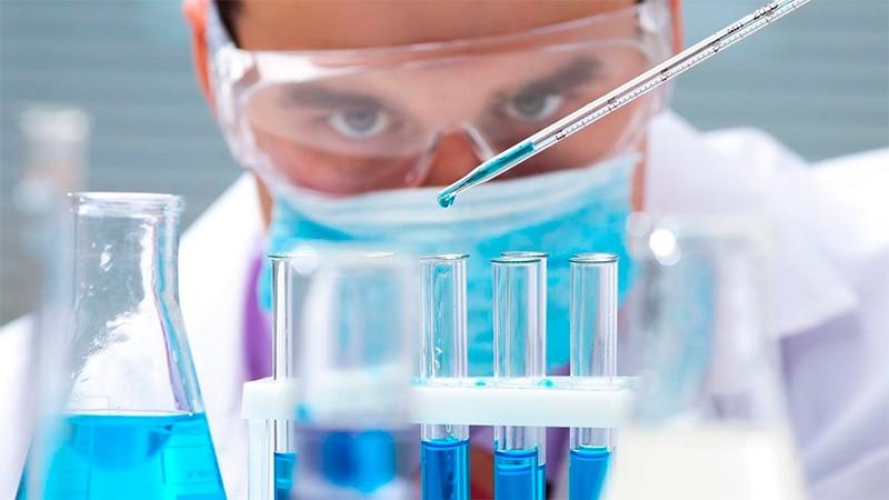 Establecieron pautas para investigaciones científicas en personas con Covid 19