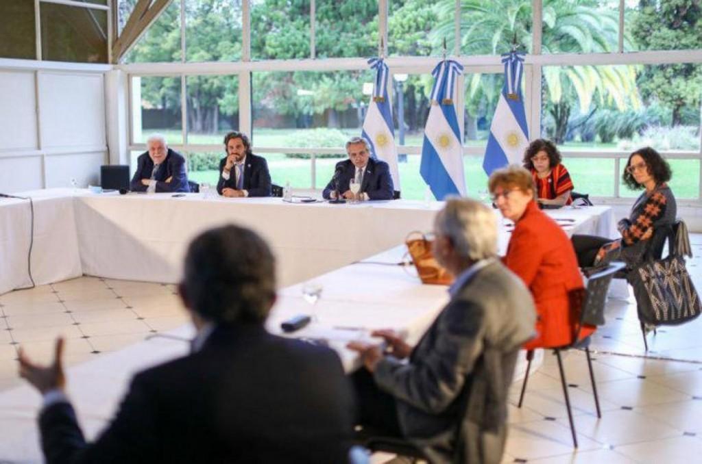 Alberto Fernández analizó la extensión de la cuarentena con expertos