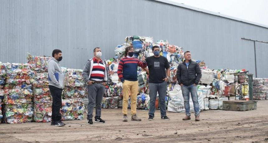 Funcionarios municipales de Macia visitaron la planta de tratamiento de  residuos de Federal .