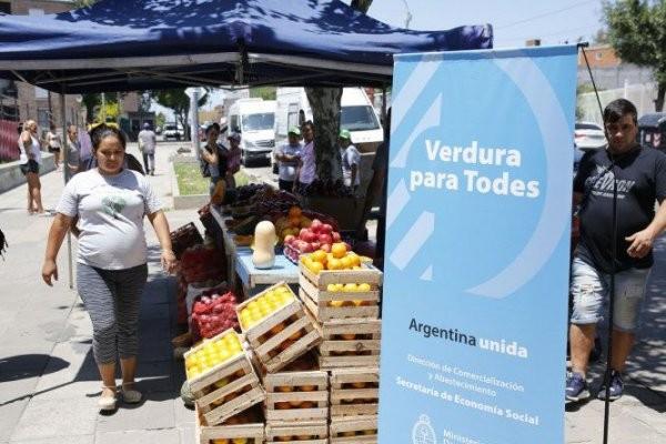 Ferias: El Gobierno lanzará una canasta básica con 28 alimentos a precios rebajados