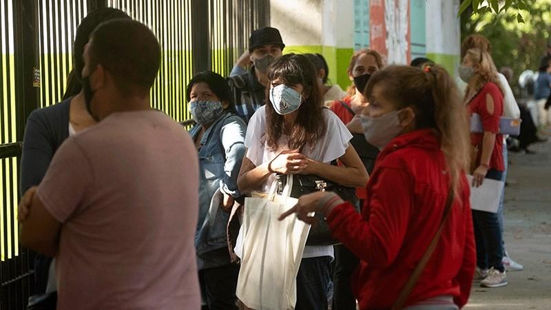Reportaron 663 fallecidos por coronavirus y 24.079 nuevos contagios en el país
