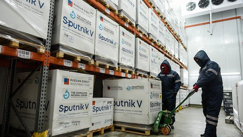 Llegaron al país esta madrugada otras 500.000 vacunas Sputnik V
