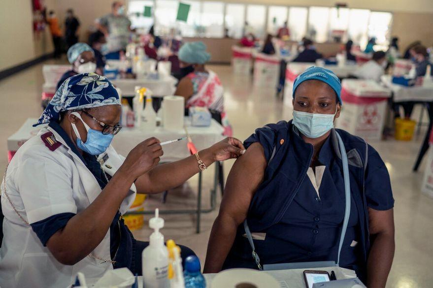 Coronavirus: Por qué preocupa la llegada de la variante de Sudáfrica al país
