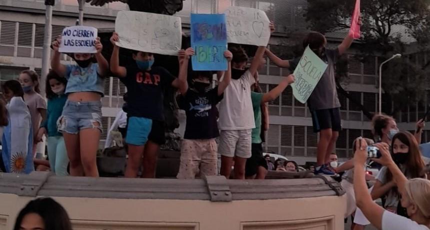 La niñez no puede esperar: condenamos enfáticamente el cierre de las escuelas.