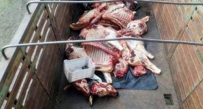 Secuestraron carne que transportaban sin higiene en camión y se vendía en un súper