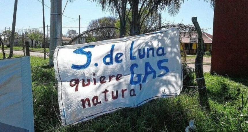 Vecinos de Sauce de Luna reclaman la obra del gas natural