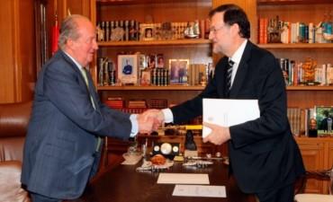 Abdicó el rey Juan Carlos I de España en favor de su hijo Felipe de Asturias
