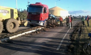 Complicada  carga paso por  la Ruta Nacional 127