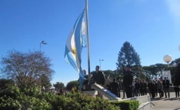 Federal honró a la Bandera Nacional