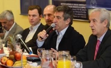 En Santa Fe, Urribarri defendió la intervención del Estado en el mercado