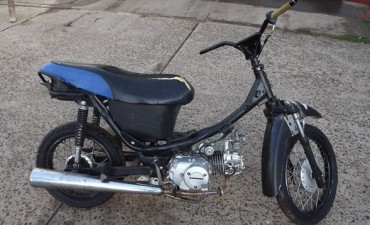 Policía recupera moto que había sido robada
