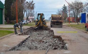 Reparan el asfalto deteriorado de calle Belgrano