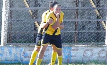 El Canario Ateneo, goleó a Talleres y es puntero del fútbol local