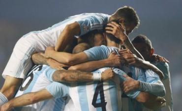Con fútbol y goles: la selección venció 6-1 a Paraguay y define la Copa América ante Chile