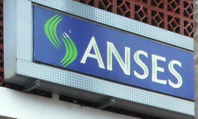 ANSES abona el medio aguinaldo junto al haber de Junio: El calendario de pago