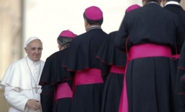 El papa Francisco aprobó el proceso para expulsar obispos por casos de pedofilia
