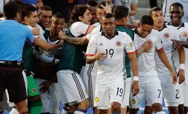 Colombia superó a Paraguay y es el primer clasificado a Cuartos de Final