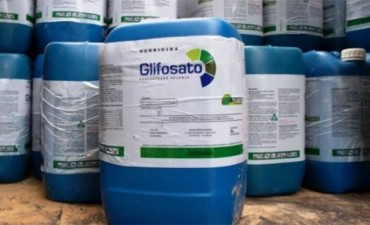 Buscan prohibir el uso de 400 herbicidas que contienen glifosato