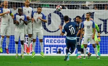 Inigualable: Messi superó a Batistuta y es el máximo goleador histórico de la Selección