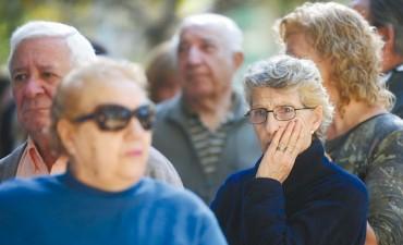 Con un DNU, amplían gastos por $ 76.000 M para pagar a jubilados