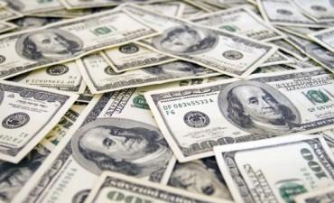 El dólar pegó otro salto y subió 31 centavos a $ 15,43 (en 6 días trepó 10%)