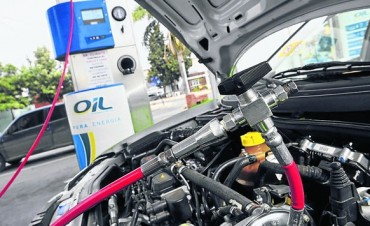 Restringen la carga de GNC en estaciones y el suministro de gas a industrias