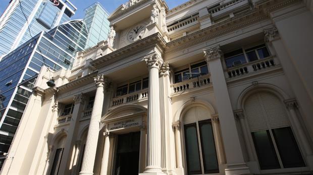 Adiós al cheque papel: el Banco Central evalúa hacerlos 100% digitales