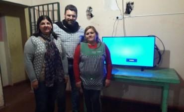 El Municipio entrego un Televisor a la Residencia del Copnaf