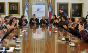 La provincia entregó aportes por más de seis millones de pesos a clubes e instituciones deportivas. Quien fue la beneficiaria por Federal ?