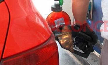 Los precios de los combustibles volverían a subir en julio